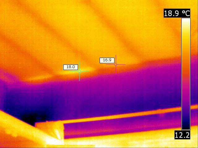 Thermal Image showing ceiling joists as thermal bridges